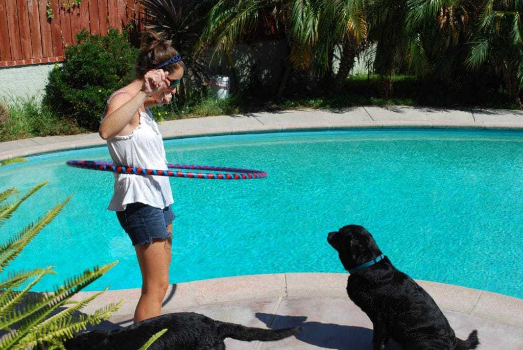Hula hooping is a great workout! | Betsylife.com