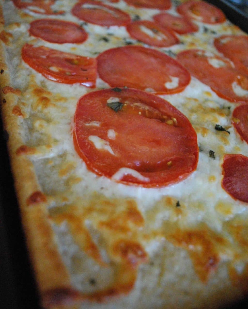 White Pizza with Tomatoes | Betsylife.com