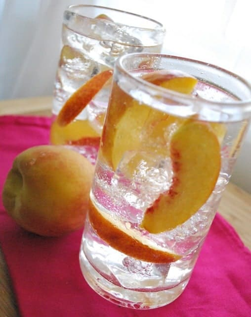 Seasonal Potluck: Peach Collins | BetsyLife