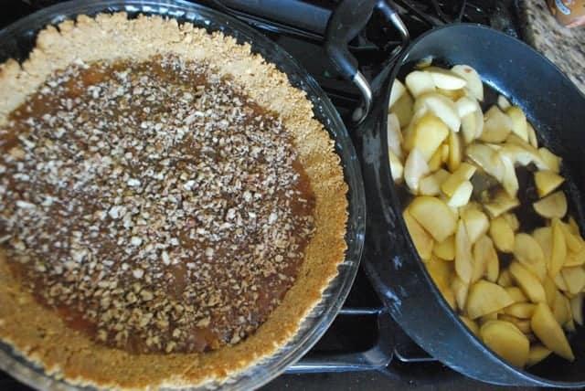 Caramel Apple Crunch Pie  Betsylife.com