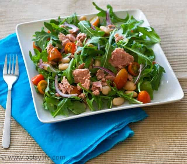 Arugula Salad with Tuna and White Beans