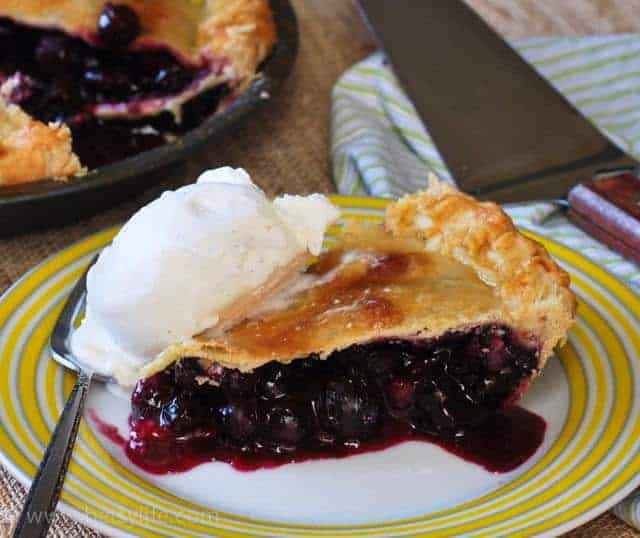 blueberry pie mom s blueberry crumb pie i am not really into pies mom ...