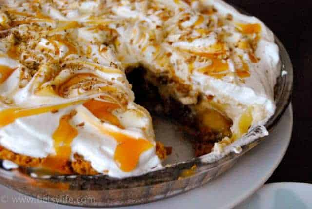 caramel-apple-crunch-pie
