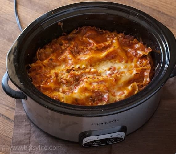 Healthy Slow Cooker Lasagna | Betsylife.com