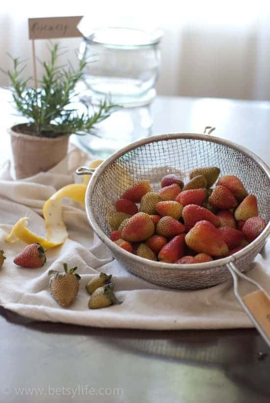 Pickled Green Strawberries | Betsylife.com