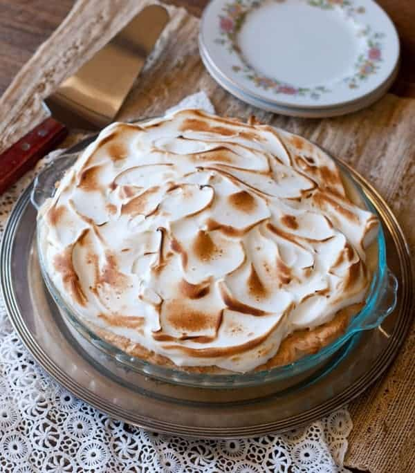 Caramel Crunch Cream Pie has a crunchy layer of caramel-y rice krispies. Perfect for the holidays! |Betsylife.com