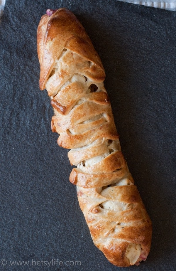 Genius way to use up those leftovers. Thanksgiving Leftovers Stromboli | Betsylife.com