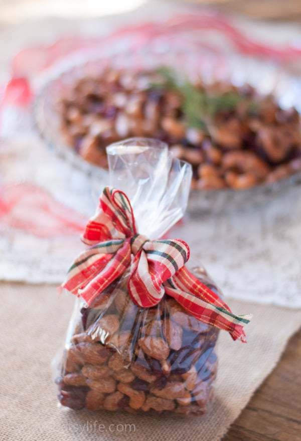 Vanilla Mixed Nuts with Cranberries. A great holiday treat or edible gift |Betsylife.com #12bloggers