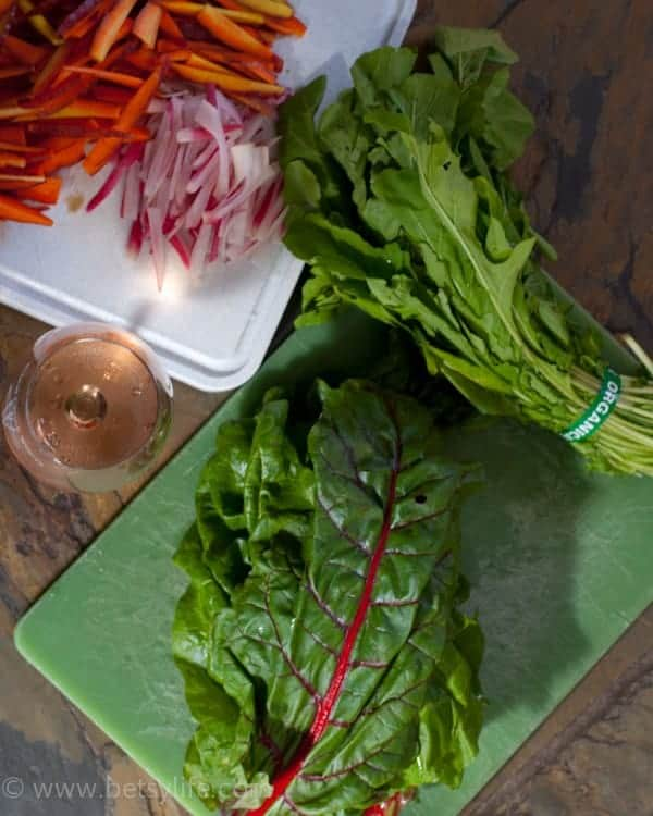 Forget a boring salad. Have these Quinoa and Chard Fresh Spring Rolls for lunch instead!  Betsylife.com