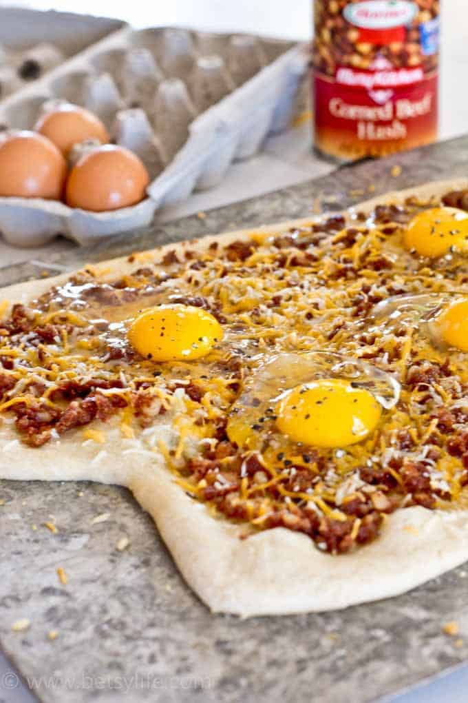 Corned Beef Hash Breakfast Pizza
