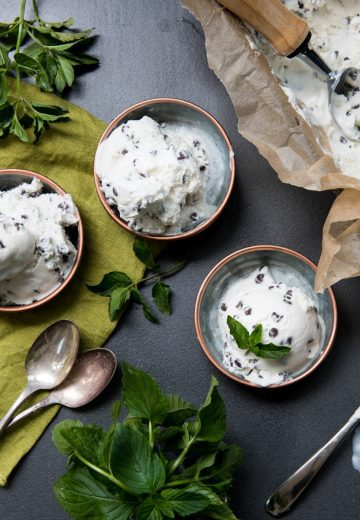 Fresh mint chip ice cream in 3 small bowls